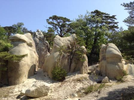 謎のキノコ奇岩、浄土松公園