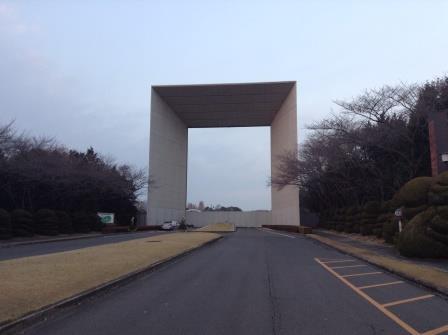日本一高価で巨大な大学の門!?ミレニアムゲート!