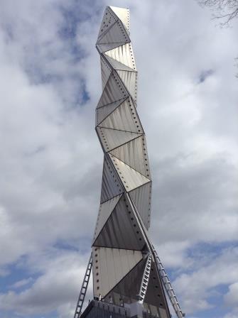 謎の作りをした水戸タワーが茨城県の「水戸芸術館」にあるぞ