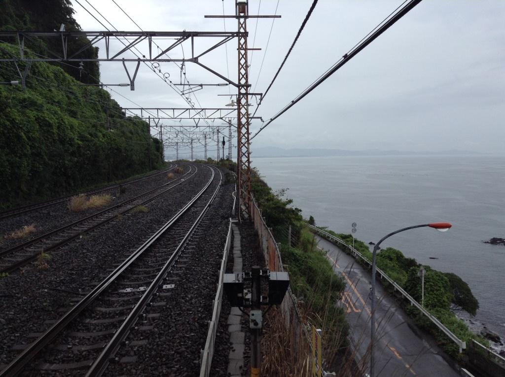 海の中にホームが眠る駅、根府川駅
