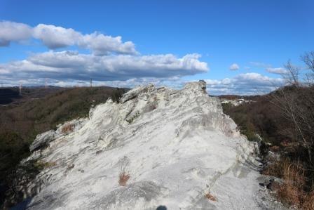 真っ白な岩石に覆われた奇勝「屯鶴峯(どんずるぼう)」は異世界の空間だった!