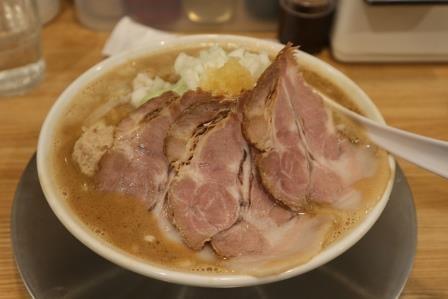 奈良県天理市にある「麺場 力皇」は、元プロレスラーが営む激ウマラーメン店だ!