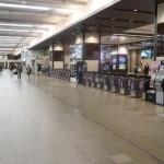 【超絶光景】大阪の阪急梅田駅は、改札機が1列に並ぶ数が日本一多い!