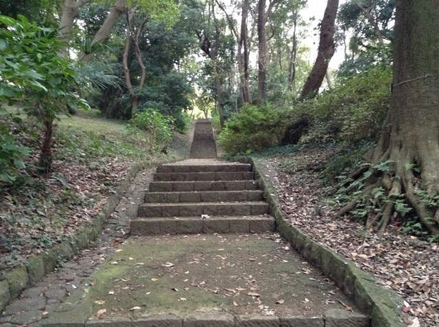 横浜市に謎の石塔