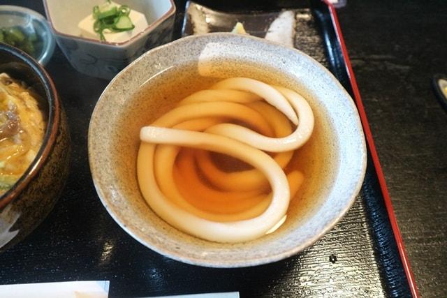 京都にあるうどんの老舗「たわらや」で名物1本うどんを食べてきた!