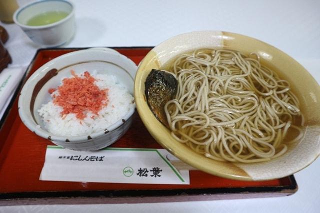 京都にある、にしんそばの発祥の店「総本家にしんそば・松葉」を訪れた!