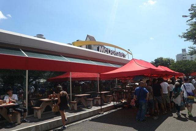 一般人は1年のうち1日しか入店できないマクドナルド「横須賀基地店」を取材してみた!