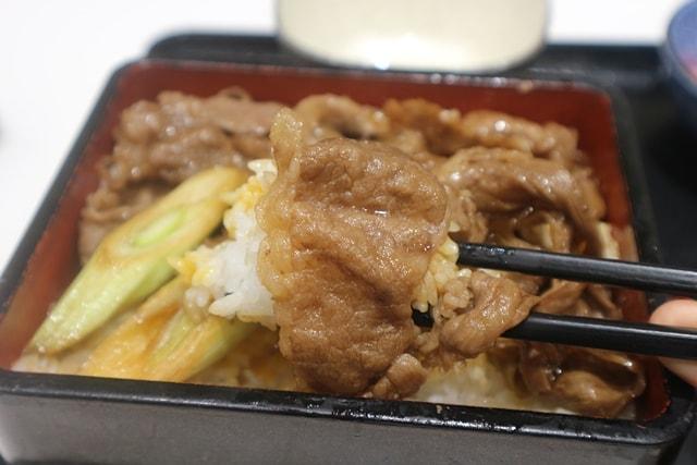 羽田空港の吉野家では「牛重」というレアメニューが食えるぞ!