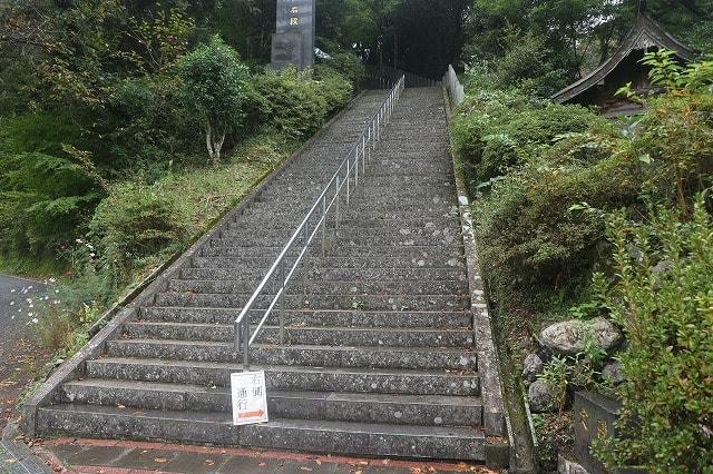 3,333段の御坂遊歩道日本一石段がめっちゃ過酷な件!
