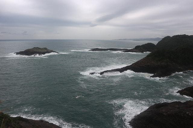 宮崎県日向市には、すさまじい断崖絶景が広がる穴場「馬ヶ背」があるぞ!