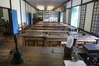 山梨県北杜市にある擬洋風建築「旧津金学校」は知られざる穴場博物館だった!