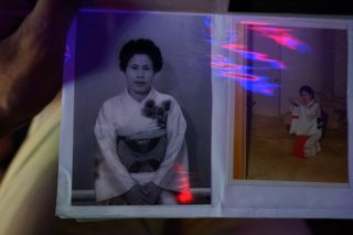 山梨県を代表する歓楽街「石和温泉」を50年以上見続けてきた元芸者のお母さん物語!