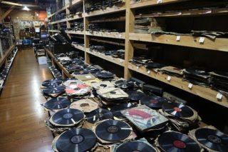 超大量のレコードで埋め尽くされた長崎県の「音浴博物館」は、昭和歌謡曲の聖地間違いなし!