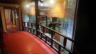 楼門で有名な佐賀県武雄温泉にある元遊郭旅館「白さぎ荘」に宿泊し、その全貌を取材した!