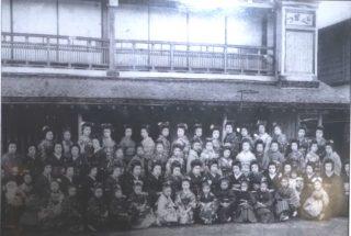 赤紙が貼られた過去も・・元遊廓「新むつ旅館」が乗り越えてきた120年の歴史を深堀りした!