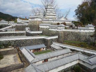 三重には、退職金をぶっ込んで爆誕した姫路城があるぞ!